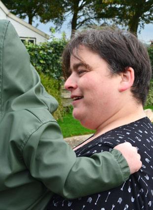 Gastouder Eline Geertsema kind dragen emotionele veiligheid